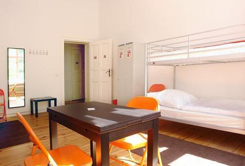 Gay-Youth-Hostel-4