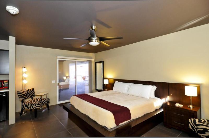 Bearfoot-Inn-Clothing-Optional-Hotel-for-Gay-Men-2