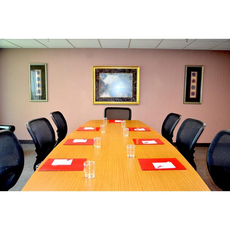 proudout-Ramada-Luling-Hotel-Boardroom