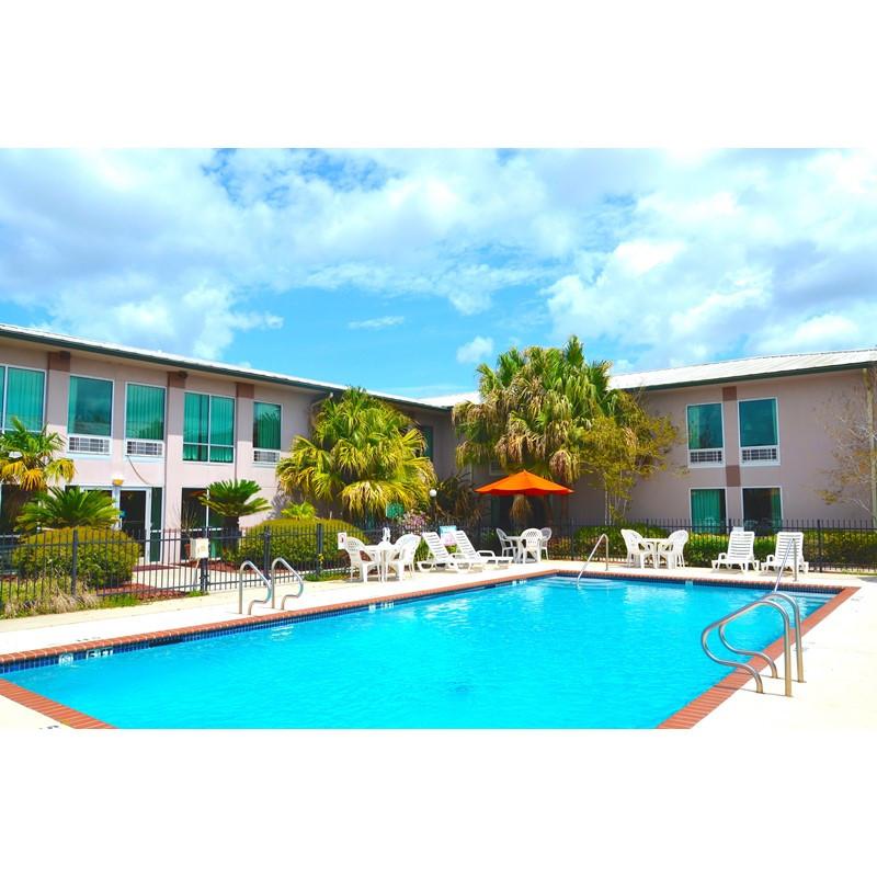 proudout-Ramada-Luling-Hotel-RLL-Pool-Pic-9.11.15